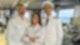 """Mit Dr. Delgado (Collien Ulmen-Fernandes, M.) bekommen Kapitän Max Parger (Florian Silbereisen, r.) und Staffkapitän Martin Grimm (Daniel Morgenroth, l.) Verstärkung an Bord des """"Traumschiffs""""."""